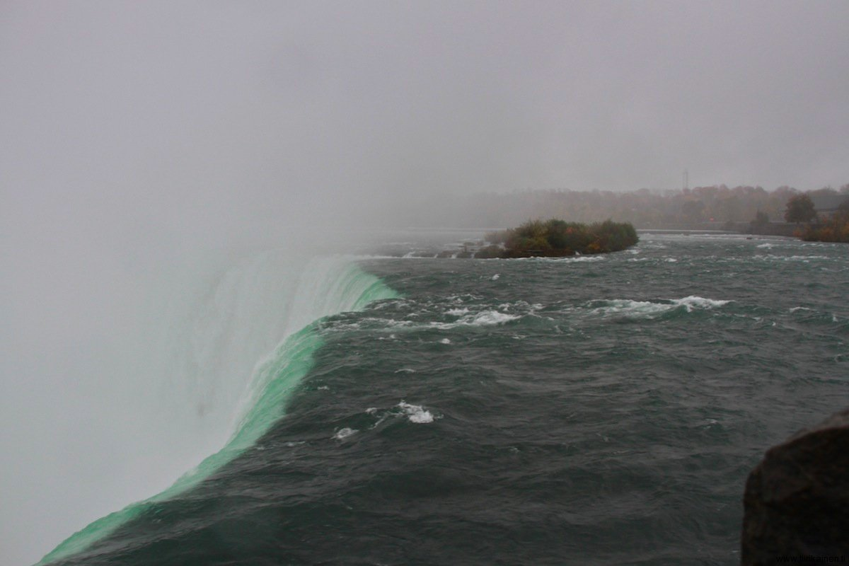 water flowing like fluid glass over niagara shoulder