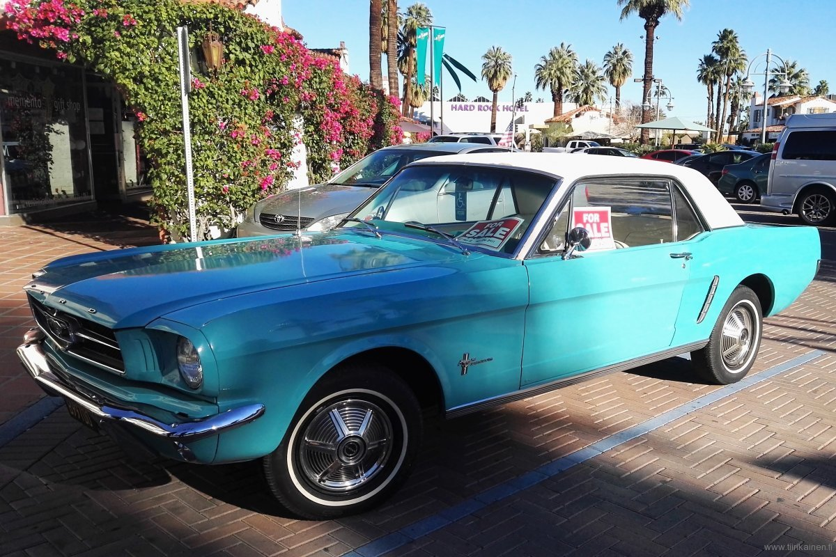 Ford Mustang 1965 in Palm Springs colors