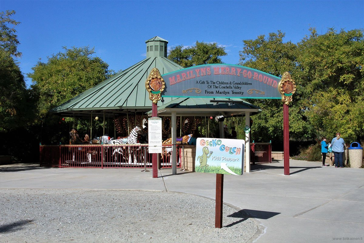 merry-go-around of the zoo