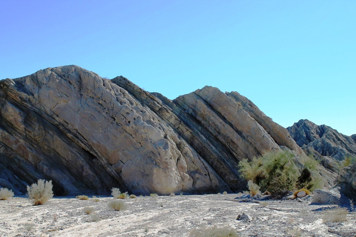 mecca-hills-inclined-shapes