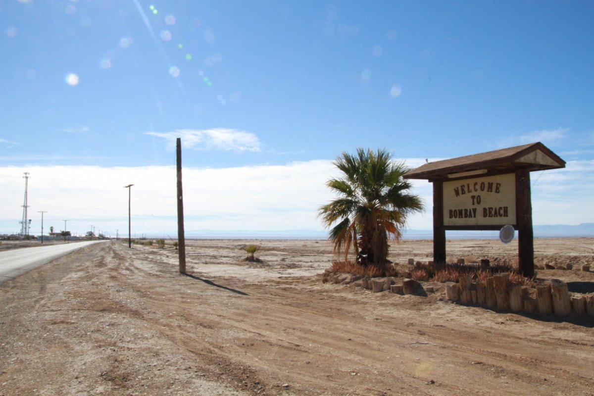 bombay-beach-welcom-sign
