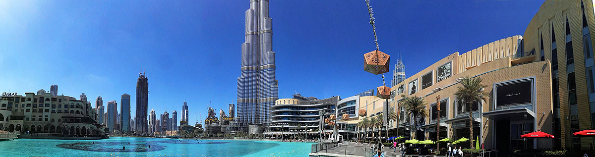 Panorama of Burj Khalifa - fountains - and Dubai Mall