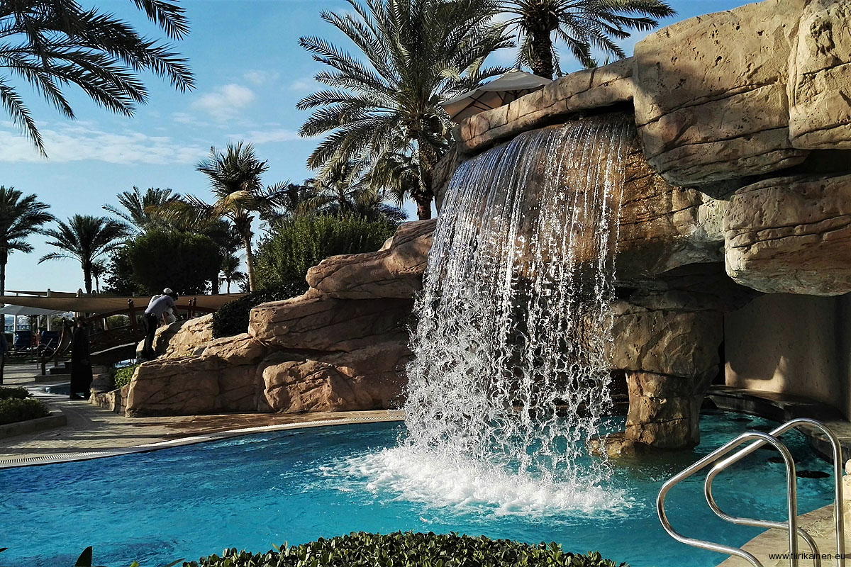 Waterfall-at-Ritz-Carlton-pool-area