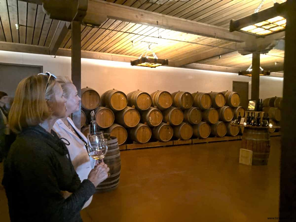 In-the-winecellar-of-gainey-vineyard-solvang-18-01-2020